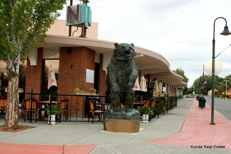 The Uptown Restaurant Uptown shopping center Richland Wa places things to do Tri-Cities local business small business shop ma and pa